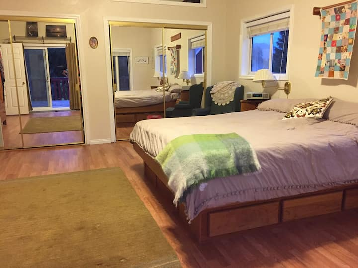 """Stay Well """"King"""" Pet Friendly Logan Cache Valley"""