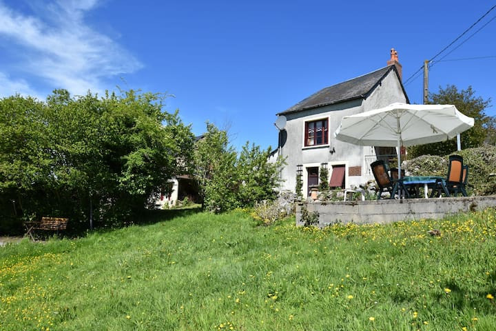 Detached holiday home on a hill with a phenomenal view of the Morvan
