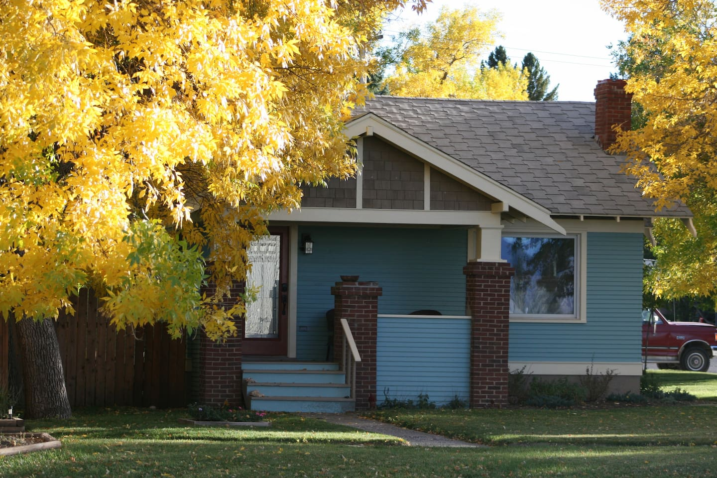 2 BR 1 Bath home has been recently remodeled and updated. This home is in a quiet neighborhood within walking distance of Buffalo Bill Historical center, parks, restaurants, and downtown Cody.