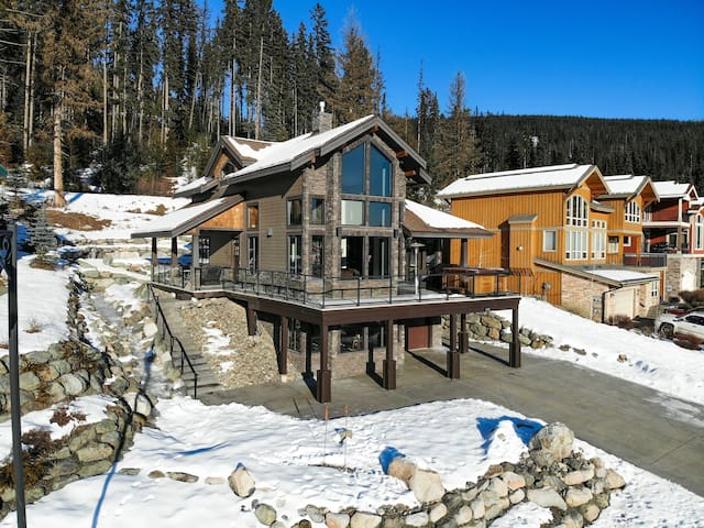 Rambler Ridge Luxury Retreat (Ski In/Ski Out)