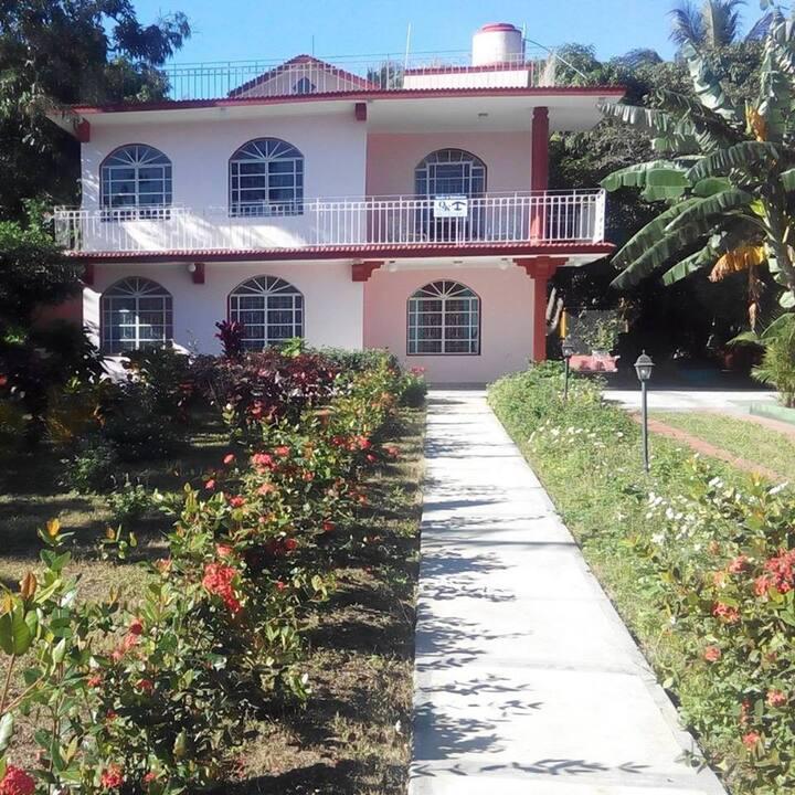 Villa Qk. Acogedor, amplio, seguro. Con vegetacion