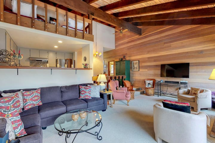 Ski-in/ski-out condo w/ a furnished deck, shared pools, hot tubs, & game room!