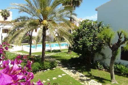Cosy townhouse 100 m from the sea