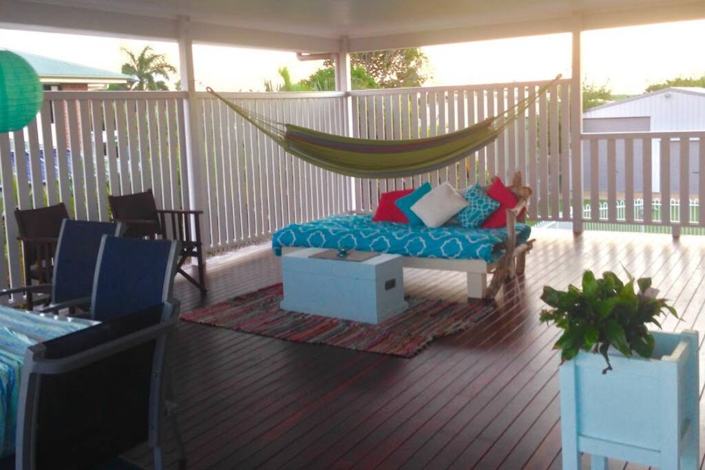Huge deck - relaxing shared space