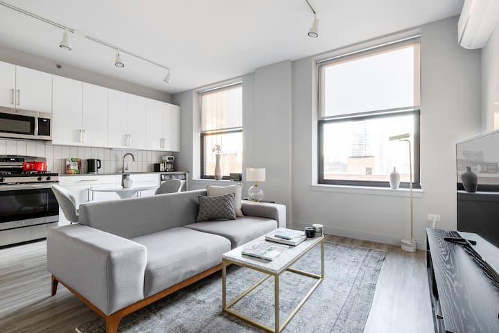 Bright Loop 1BR w/ Gym, Roofdeck, nr. Financial District, by Blueground