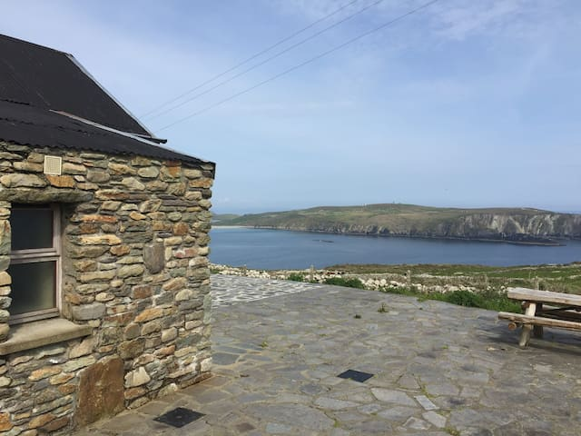Charming Cottage with Atlantic View - Mizen Head, Ireland - Casa