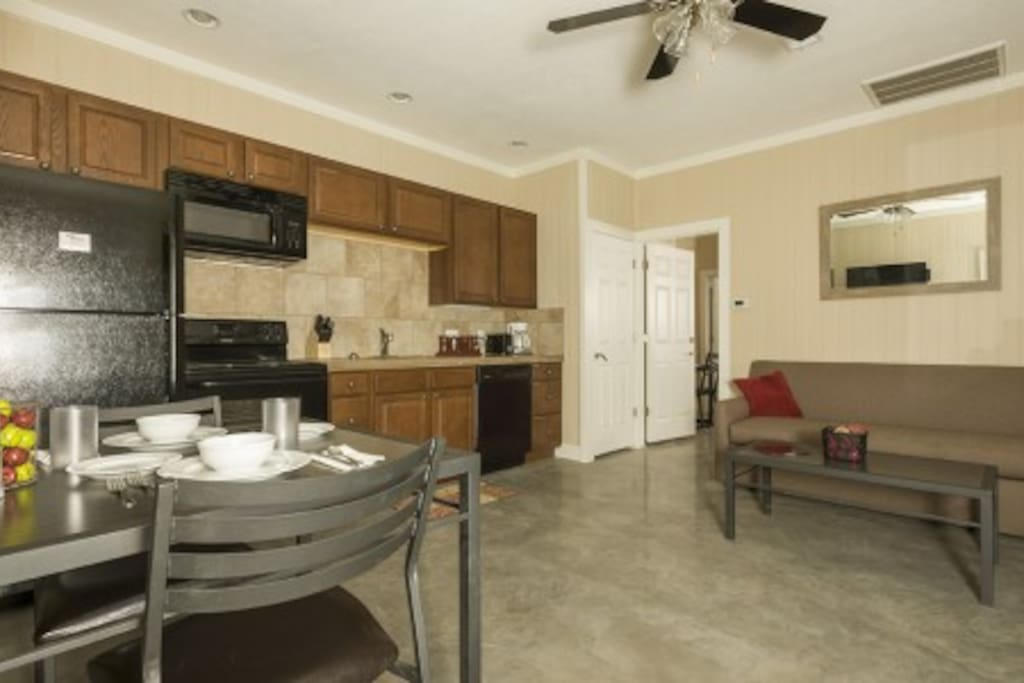 Living Area, Full Size Kitchen, Dinner Table