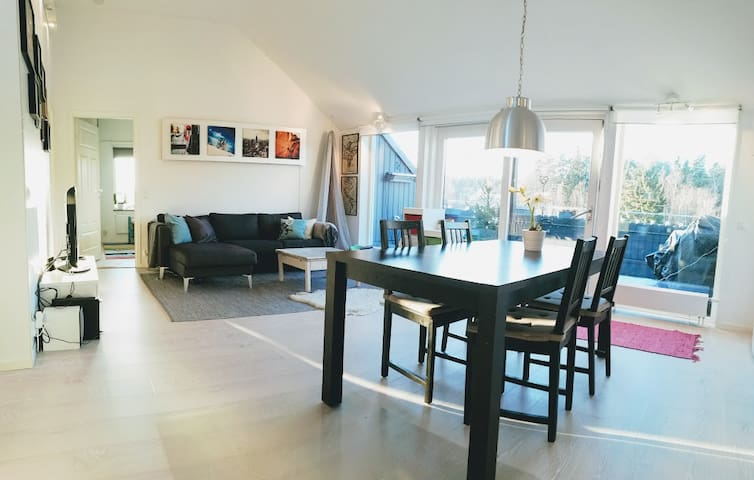 Modern 2 bedroom penthouse apartment close to city - Sollentuna - Leilighet