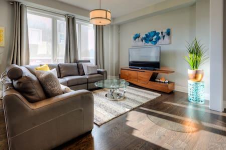 Luxurious 4 Bedroom Kitchener Home - Kitchener - House