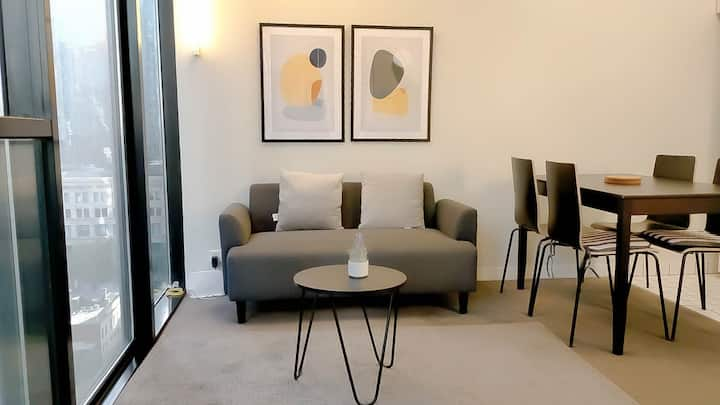Cozy 2 BR Apart. /Located Centrally in Melb. City