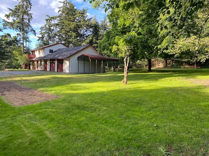 Private Oasis on 2.5 Acres!
