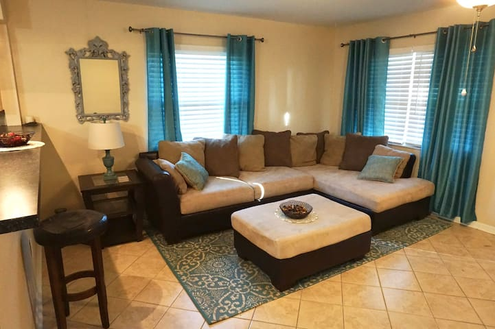 Charming 3/2, Minutes from Downtown and Beaches!!