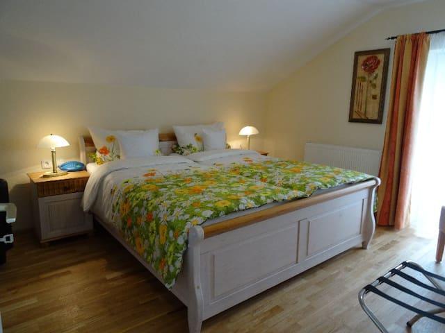 Casa Cristina, (Bad Krozingen), Junior-Suite Nr. 2.2, 1 Wohnzimmer, 1 Schlafzimmer, Balkon