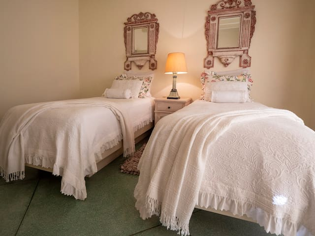 Bedroom 4 | two single beds
