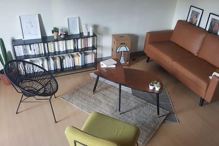 Chambre privée dans joli duplex idéalement situé