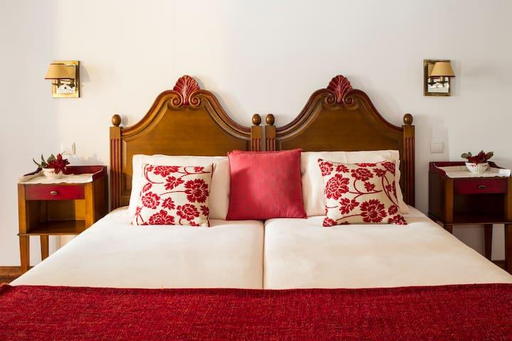 Casa de Louredo - rural tourism - Red Suite