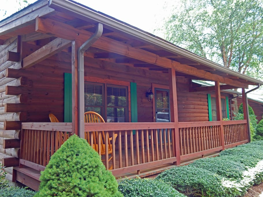 Log Cabin with both front and back Decks/Porches