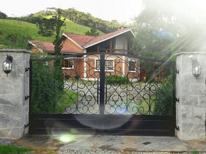 TOCA - Casa Bairro Serrano
