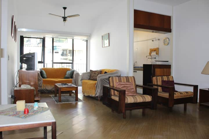 FLAT WITH 01 BEDROOM IN THE HEART OF COPACABANA