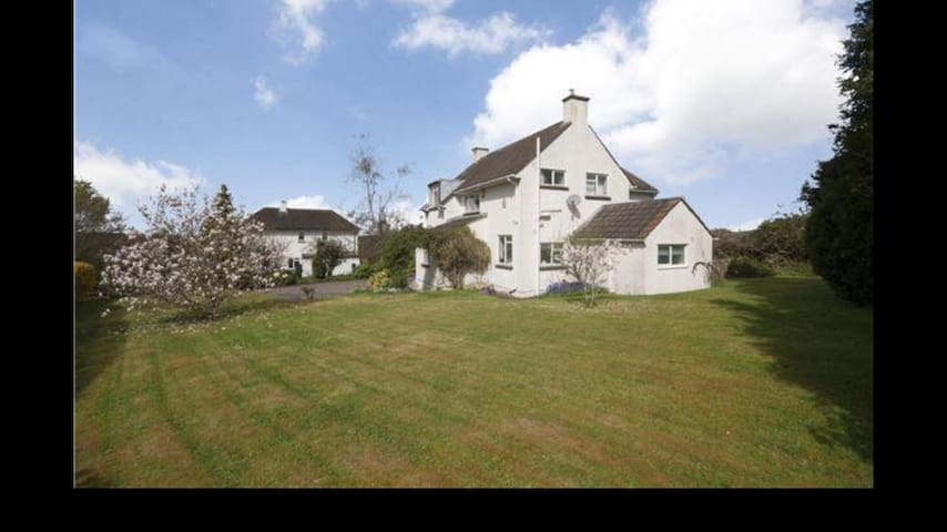Luxurious and Spacious 4 Bed House - Kelston - Dům