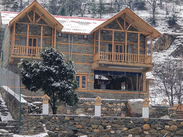 Offbeat Abodes @Tirthan Valley Family Suite
