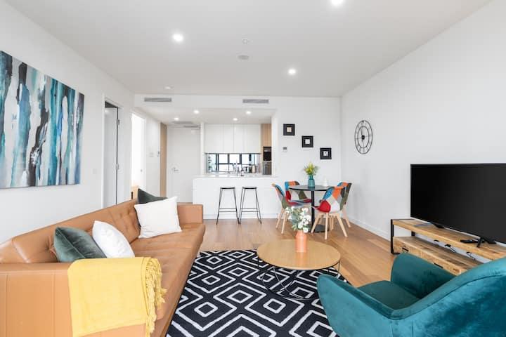 Modern 2BR/2BA Braddon Apartment