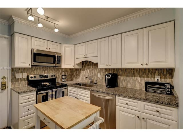 Nicest Renovated unit in Fiddler's Cove