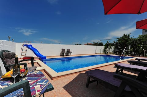 Villa Velin, Studio for 2 with Sea view and Pool