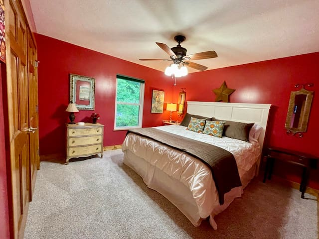 Guest Room - Main Level - King Bed with Memory Foam Mattress