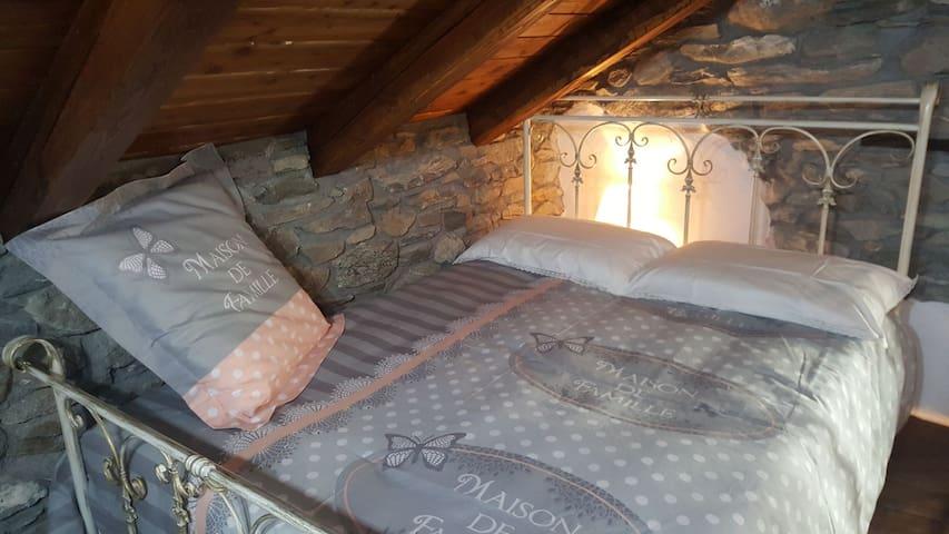 Camera matrimoniale con letto da 140