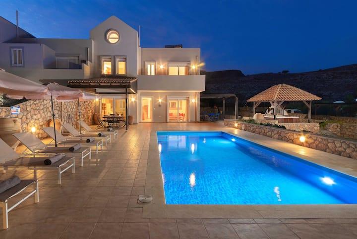 Villa Amara Lindos - 3 Bed Villa with Pool/Hot Tub
