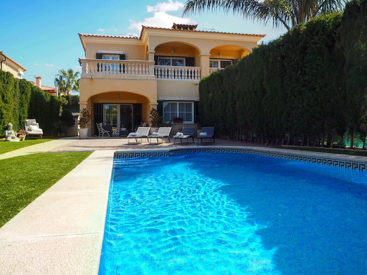 LUXURY VILLA ON THE CLIFS-SEA FRONT 6PPL/3BEDROOMS