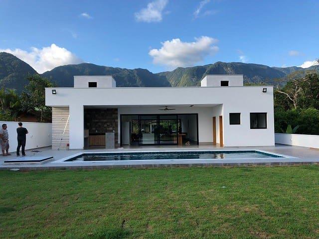 Casa Novíssima em condomínio fechado 3 suítes