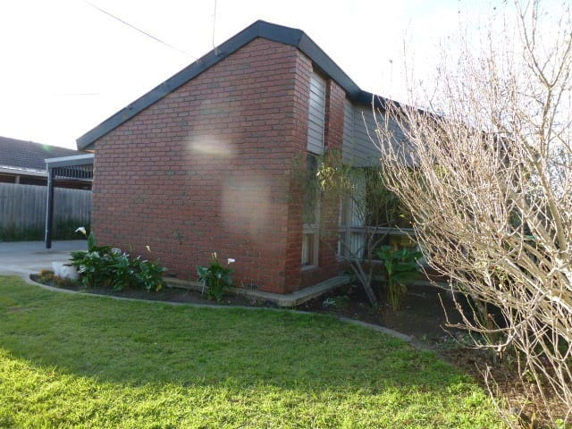 Sunny Room with Communal Courtyard - Keilor East