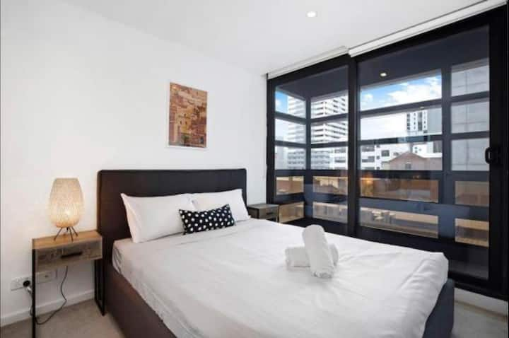 Comfy 2 BR Apartment/WIFI @ Heart of Melb. City