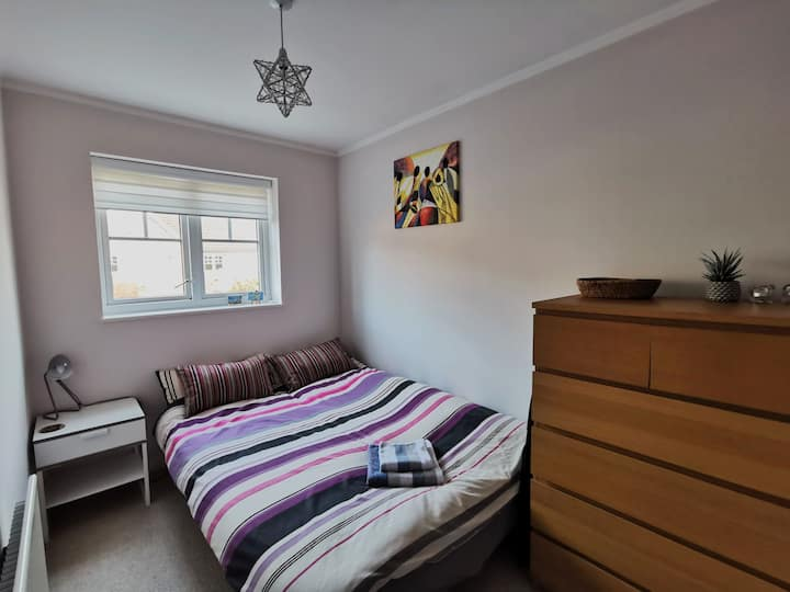 Small room in cosy, modern house in good location