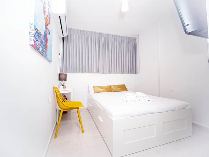 New private room for couples with private bathroom