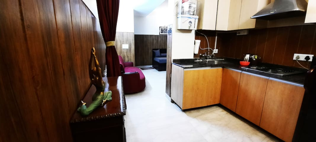 Corona sterilized 1BHK Prime Location South Delhi4
