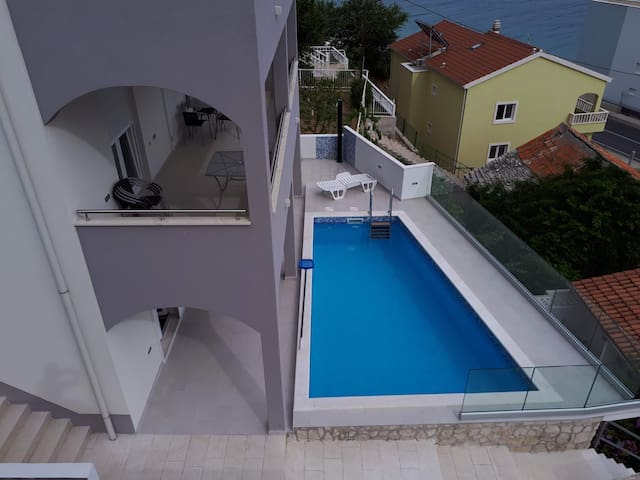 Heated pool,near Split,50m to beach,seaview,22 bed