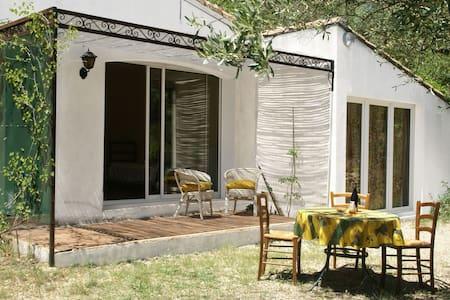 Confortable villa avec jardin à Vergèze