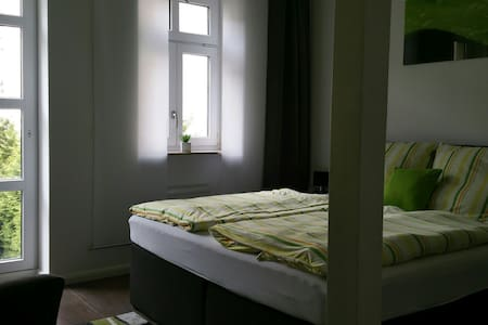 Mod.Apartment+Bad, Garten+Außenpool zur City 4 km - 莱比锡 - 公寓