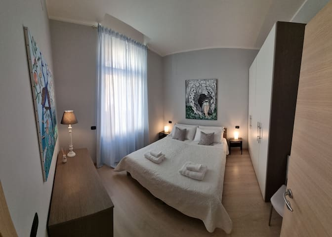 Camera completa con materassi in memori form, doppio cuscino .