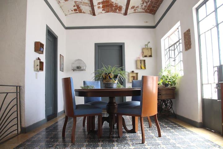 Cuarto privado en casa Art Decó