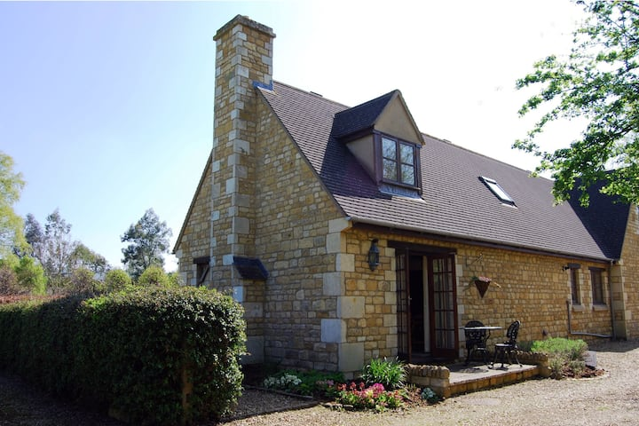 Sheldon Cottage, Broadway, in the Cotswolds AONB