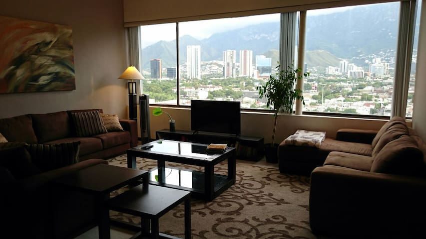 Beautiful 2R flat w/amazing view in secure area