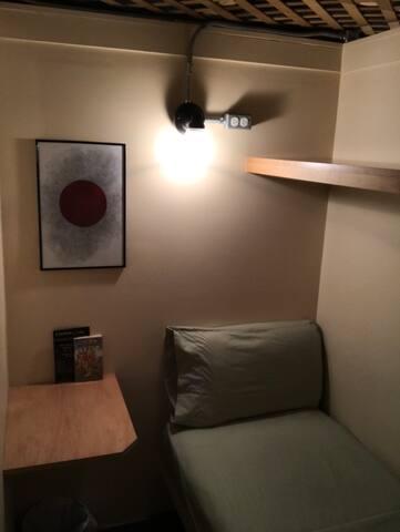 Cozy semi-private small cabin near Times Square