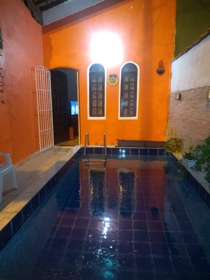 Casa com piscina em Praia Grande na aviação
