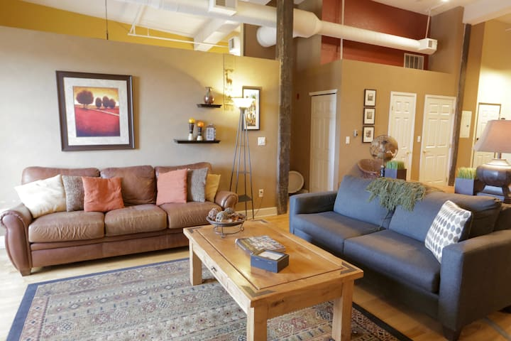 Airy RiNo Condo-Classic Loft with Mountain Views