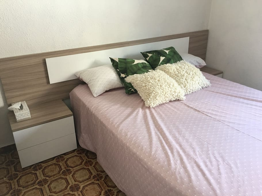 Main bedroom with queen high quality viscolatex mattress and pillows for perfect comfort :)