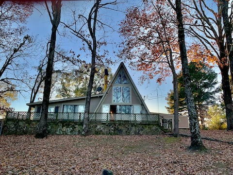 Great Lakefront Home on Greers Ferry Lake !
